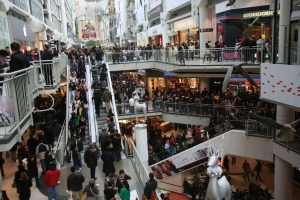 Boxing_Day_at_the_Toronto_Eaton_Centre